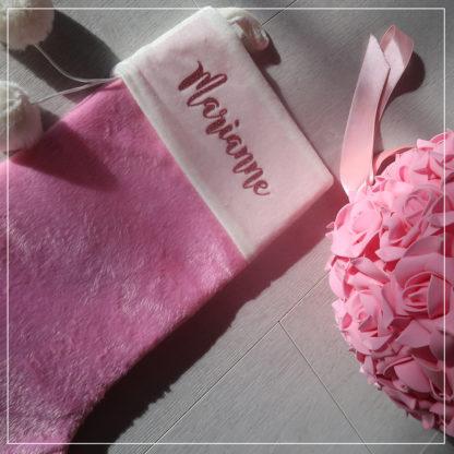 Rosa fløyelsstrømpe med personlig navn