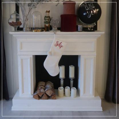 Hvit julestrømpe med navn i rød glitter