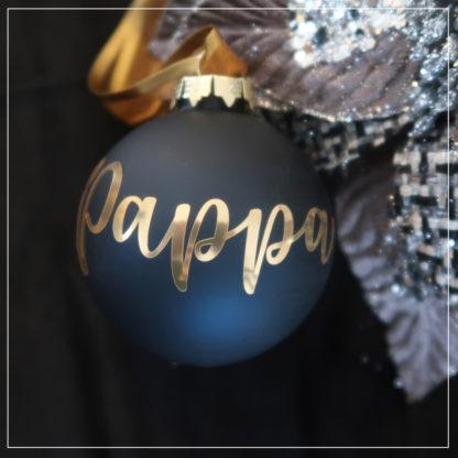 Svart, matt julekule med navn